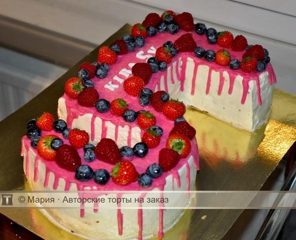 Торт цифра с ягодами