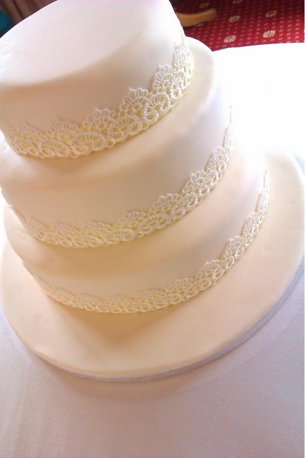 Белый торт категории Трехъярусные свадебные торты на сайте торты.сайт
